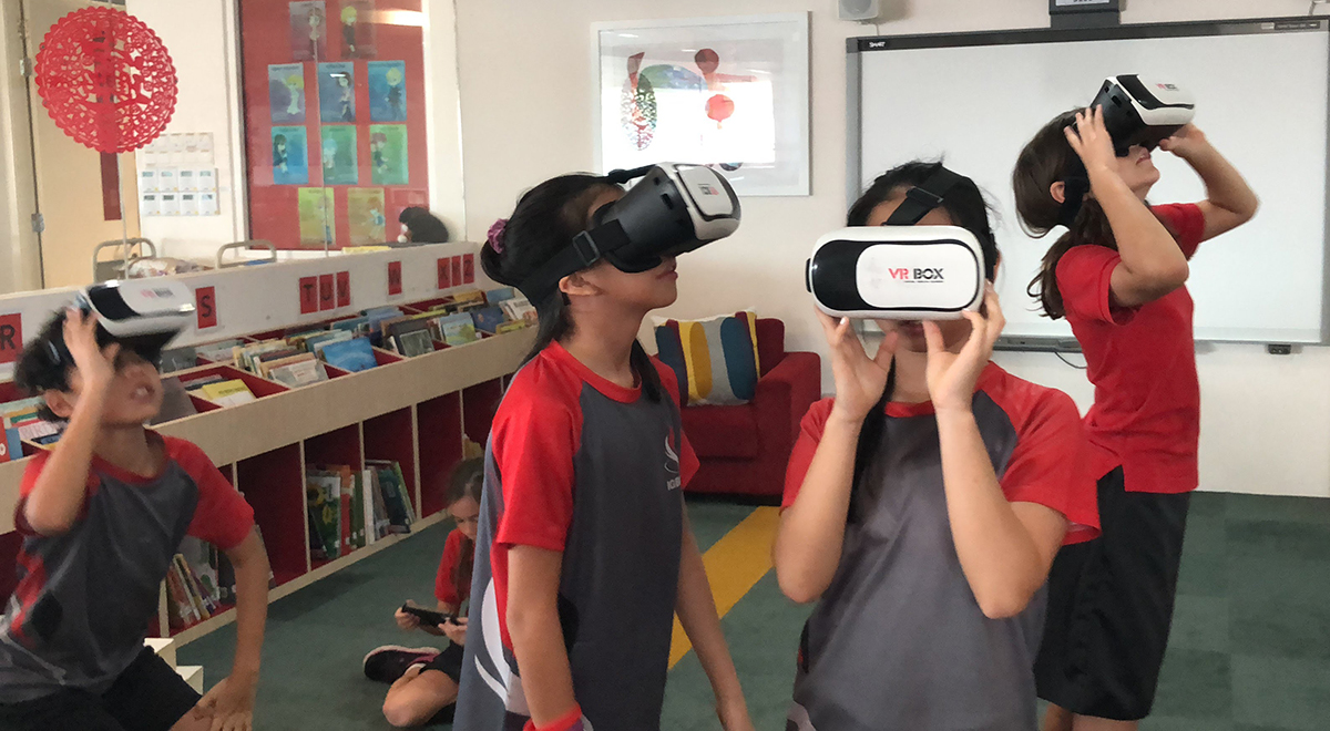 Using-Google-Expeditions2C-IGB-International-School-students-share-their-VR-creations-with-each-other